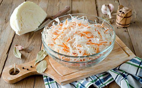 Салат с капустой и морковкой