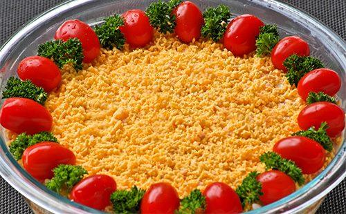 Салат Русская красавица с помидорами