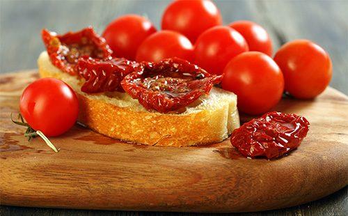Бутерблод из вяленых помидоров