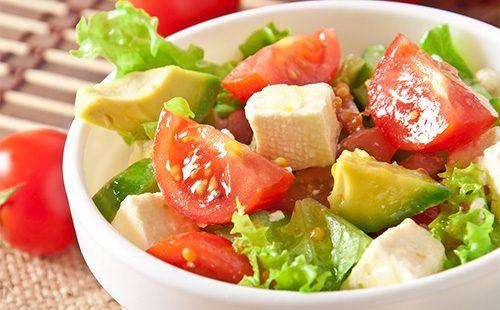 Салат из авокадо и сыром