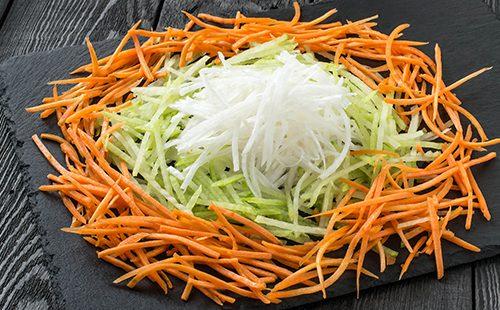 Салат из редьки, моркови и капусты