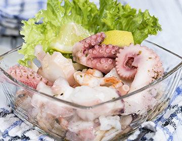 Ensalada de Mariscos: 7 recetas paso a paso con verduras, frutas, queso y arroz.
