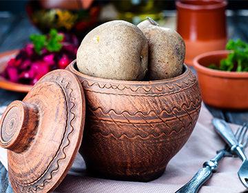 Сколько варить картошку в мундире в кастрюле после закипания воды, в мультиварке, микроволновке, молодую, крупную, для салата отзывы