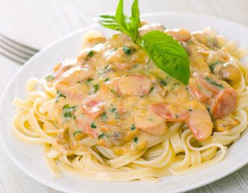 Salsa Carbonara: receta en casa con crema, leche, crema agria, sin huevos, para los espaguetis, clásico, críticas originales