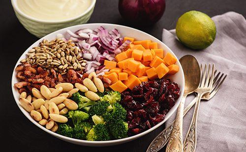 Салат с брокколи и овощами