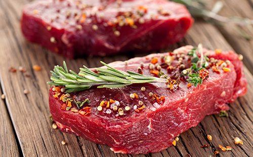 Cómo cocinar la carne hasta que esté cocida después de hervir: rodajas, en el hueso, para la sopa y para la alimentación.