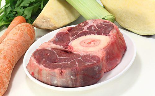 Cómo cocinar la carne hasta que esté cocida después de hervir: rodajas, en el hueso, para la sopa y para la alimentación