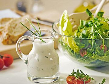 Receta de salsa césar: clásica sin anchoas, mayonesa, crema agria, opciones de yogur críticas