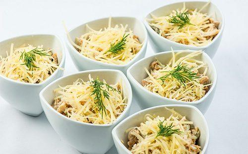Салат мимоза в креманках