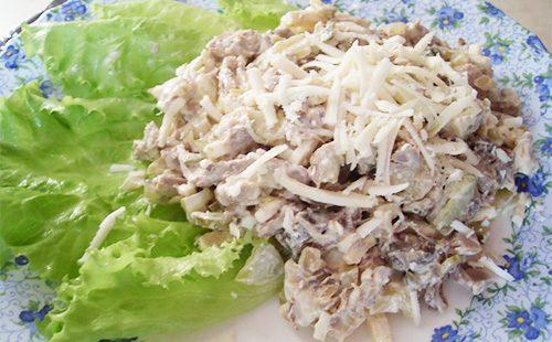 Салат с сыром и языком