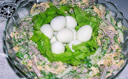 Салат с языком и яйцами